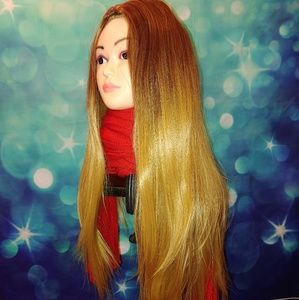 Very long two tone brownish blond wig Q t 540